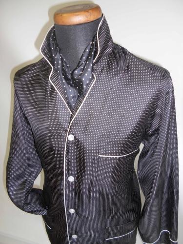 pyjama pour homme 100 soie twill imprimee avec passepoil. Black Bedroom Furniture Sets. Home Design Ideas