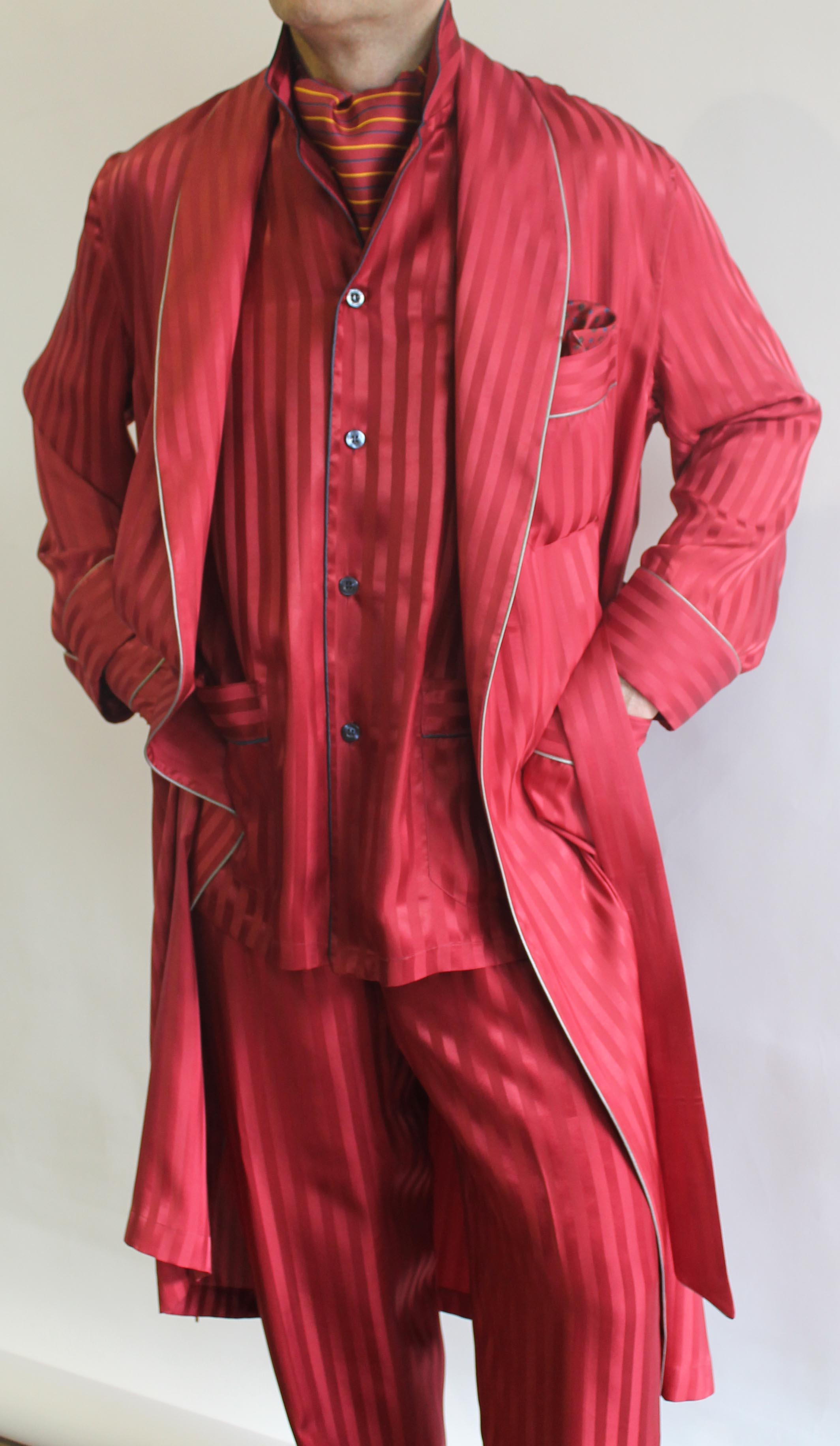 robe de chambre classique pour homme en 100 soie satin rayure ton sur ton avec passepoil. Black Bedroom Furniture Sets. Home Design Ideas