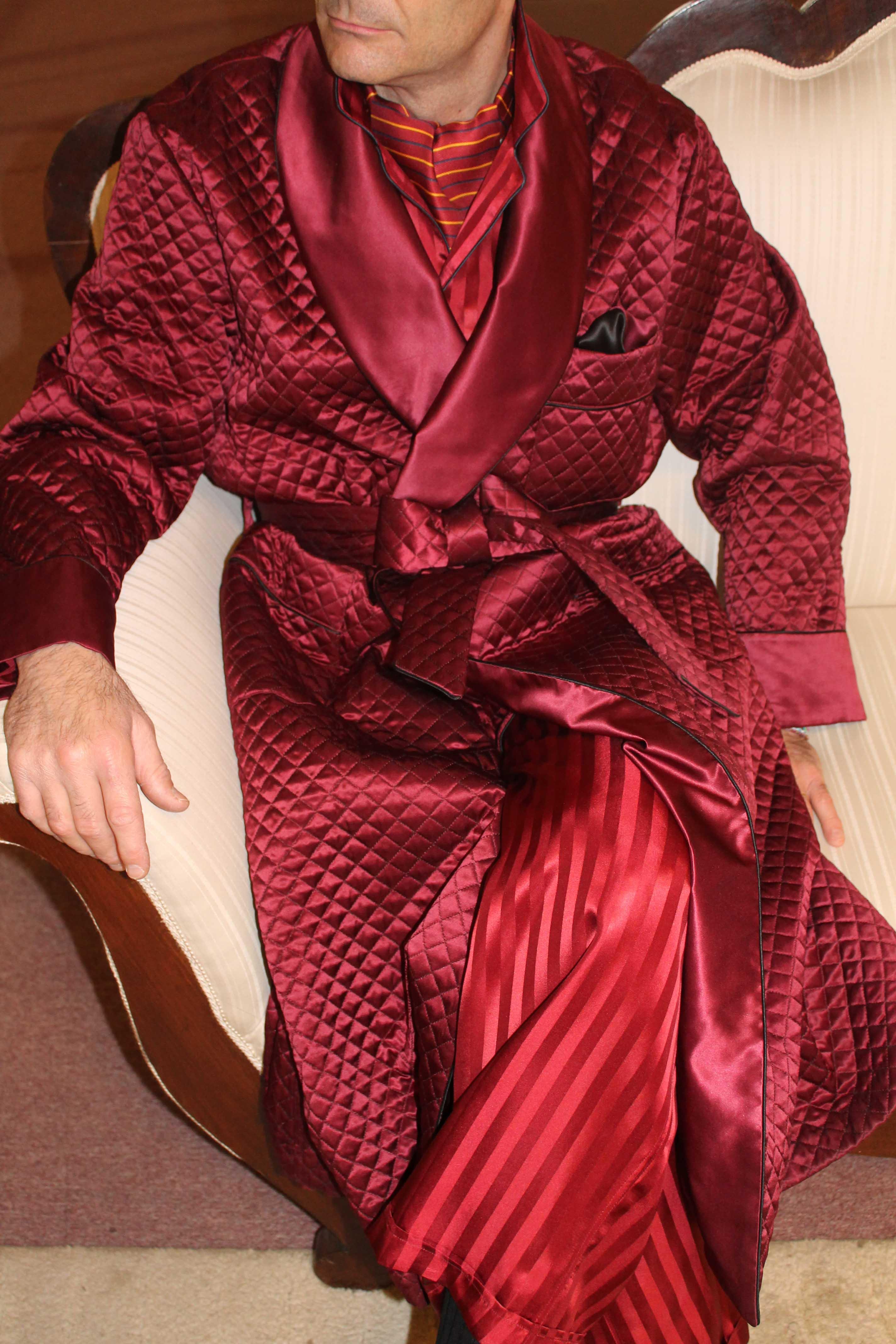 robe de chambre classique pour homme en soie satin matelassee avec contrastes en soie satin uni. Black Bedroom Furniture Sets. Home Design Ideas
