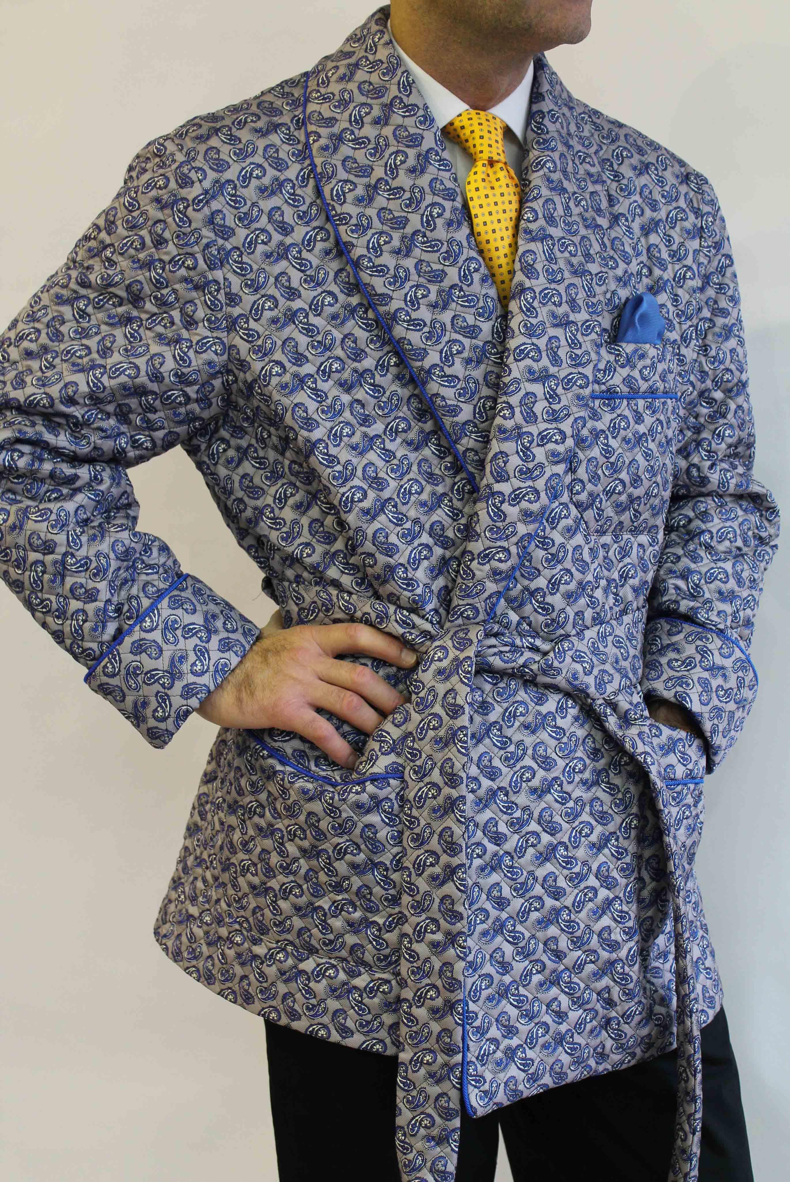 veste dinterieur classique pour homme en soie twill matelassee avec passepoil et doublure entiere en bemberg